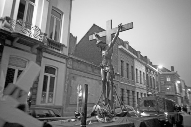 https://ccroixtournai.files.wordpress.com/2020/04/christ-en-croix.jpg